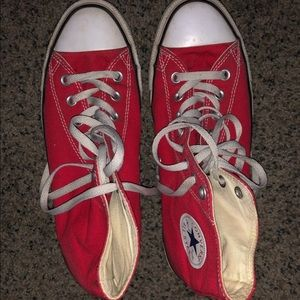 Converse (red)